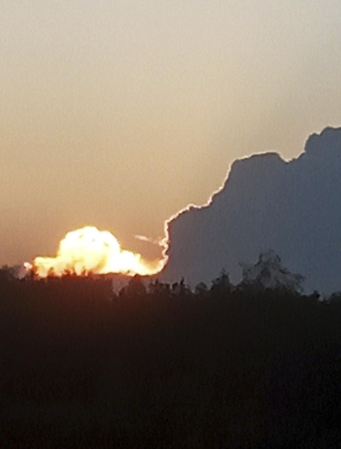 Закат солнца над лесом